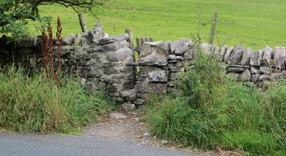 Small-gate-near-The-Old-Hill-Inn