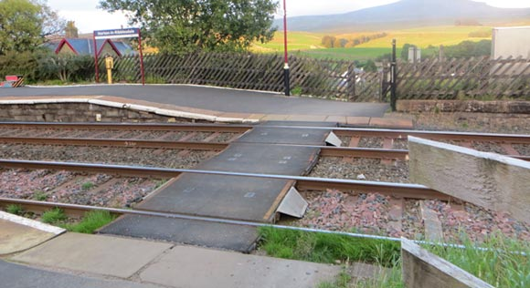 Horton-in-Ribblesdale-train-station-platform