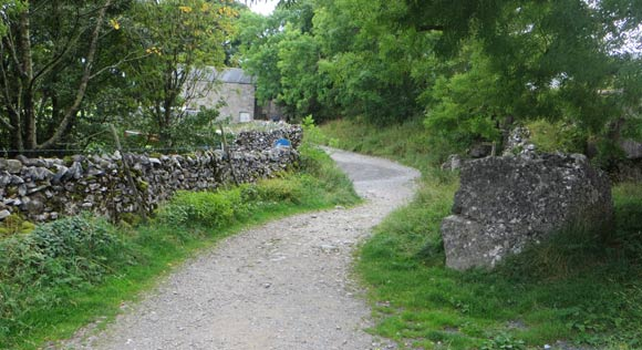 Path-to-Hill-Inn