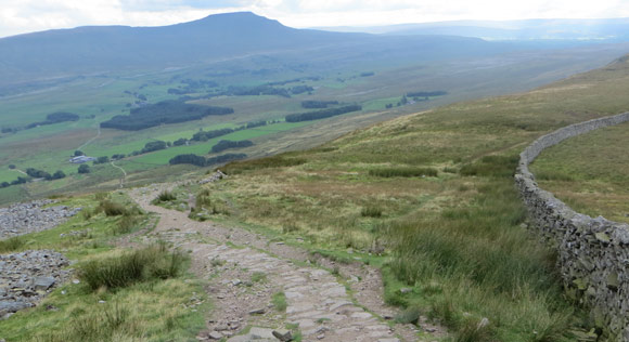 Walking-to-Ingleborough-from-Whernside