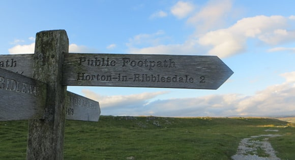 Hortin-in-Ribblesdale-2-miles-signpost