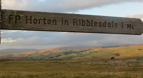 Horton-in-Ribblesdale-1-mile-signpost