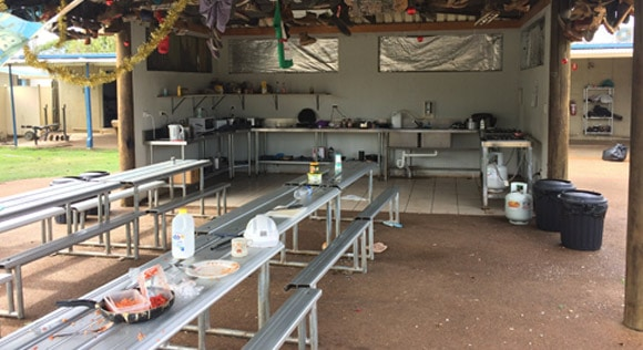 North Bundy Backpackers kitchen