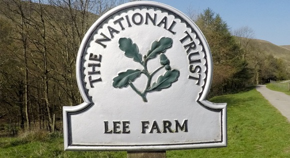 Lee Farm sign