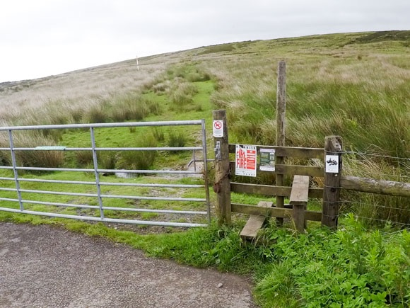 Stile after A57 leading to Stanage Edge
